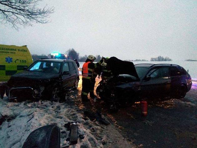 Zdopravní nehody dvou osobních aut uZdelova.
