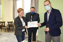 Doudleby nad Orlicí mají Certifikát pro vzdělanou obec.