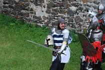 Karel IV. o víkendu znovu dobýval hrad Potštejn. Návštěvníky bitva přitáhla¶