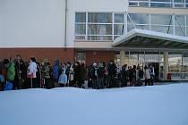 Sedmé třídy rychnovské Základní školy Javornická odjíždějí na lyžařský výcvik.