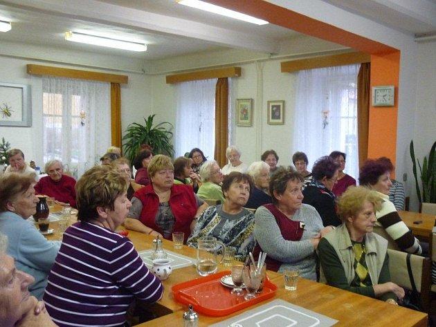 Klub důchodců není jen o kávičce a klábosení. V kurzu jsou i výlety