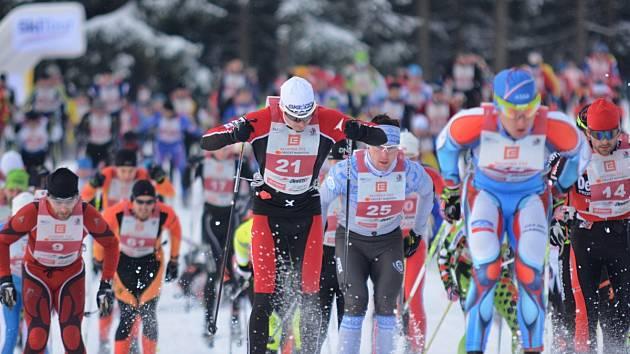 START. Na trasu hlavního závodu na 40 kilometrů se vydalo 229 běžců na lyžích.