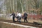 Ke smrtelnému zranění došlo na železniční trati mezi Borohrádkem a Čermnou nad Orlicí. Dvacetiletý mladík vstoupil do kolejiště před projíždějícím osobním vlakem, který ho srazil.