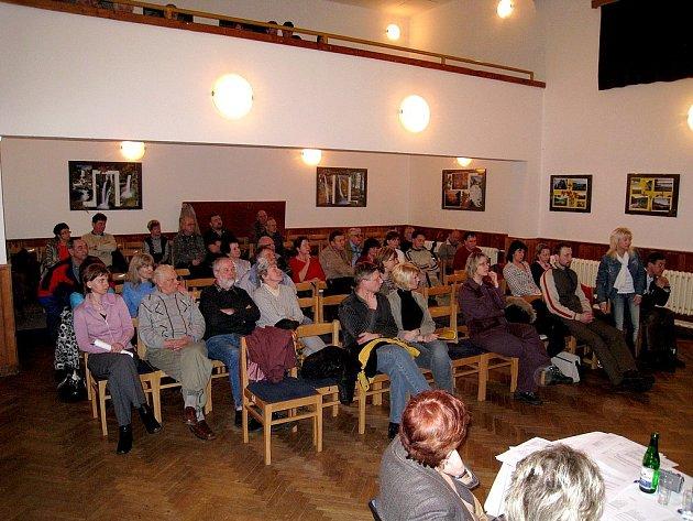 Veřejné zasedání v Kostelci nad Orlicí.