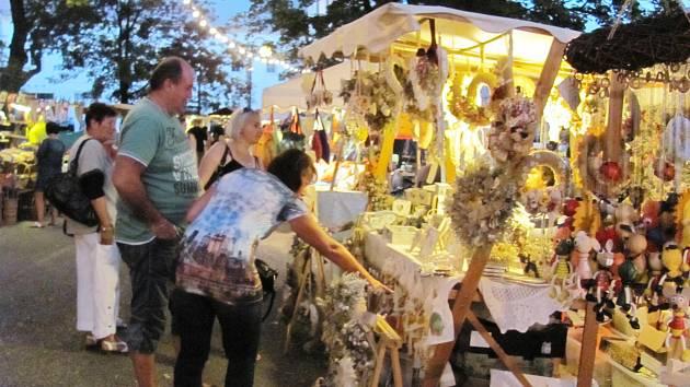 Rychnovský jarmark opět nabídl mnoho stánků  s dekoračními předměty a také různými dobrotami.