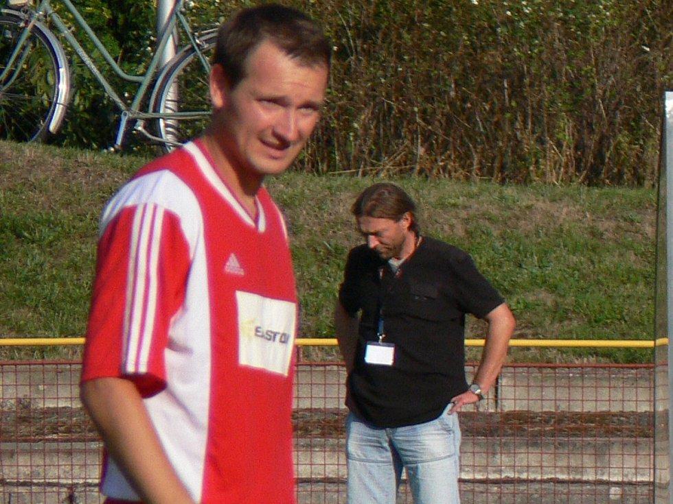 ZKUŠENÝ OBRÁNCE v dresu týnišťského divizního týmu – Martin Michal.
