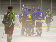 JASNÁ VÝHRA. Hokejisté Opočna se v utkání s rezervou Třebechovic desetkrát radovali ze vstřeleného gólu.