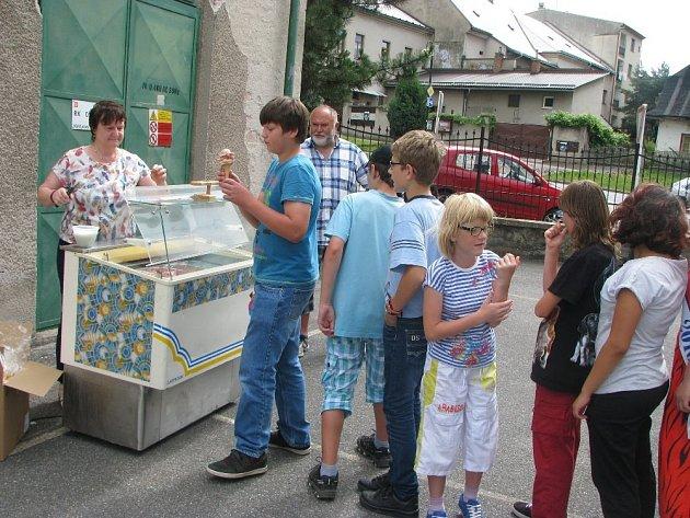 Žáci ZŠ a PrŠ Kolowratská, Rychnov nad Kněžnou a zmrzlinová odměna