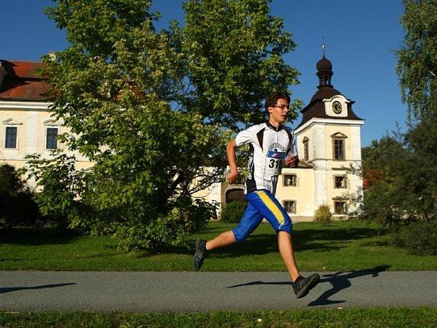 Závod orientačních běžců se koná i v Rychnově.