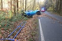 Auto narazilo do betonového sloupku