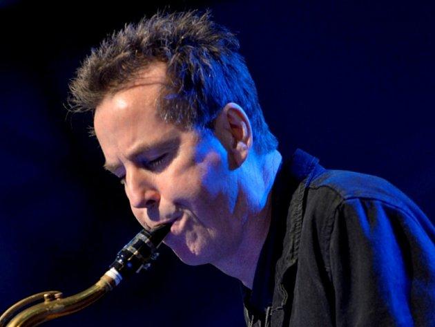 Uznávaný saxofonista IAN RITCHIE vystoupí v Kostelci.