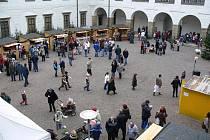 Rychnovské IV. adventní  trhy na nádvoří Kolowratského zámku.