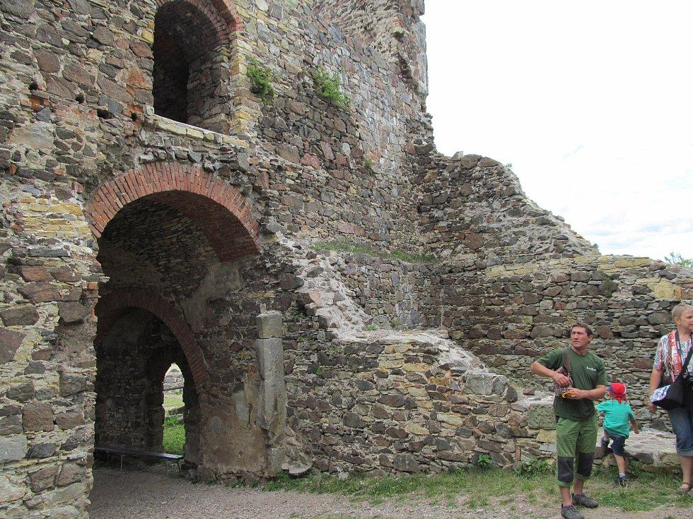 "Virtuální realita ""frčí"", z trosek povstane hrad Potštejn."