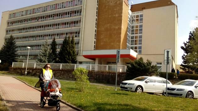 Budova interny, gynekologicko-porodnického a dětského oddělení.