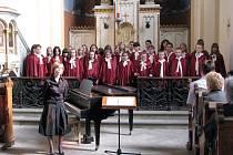 Polskému sboru a Carmině to zpívalo.