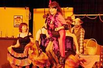 Šestý ročník přehlídky amatérských divadel Šubertova Dobruška zahájil obnovený divadelní spolek Tyl z Rychnova nad Kněžnou s notoricky známým Brdečkovým příběhem Limonádový Joe.