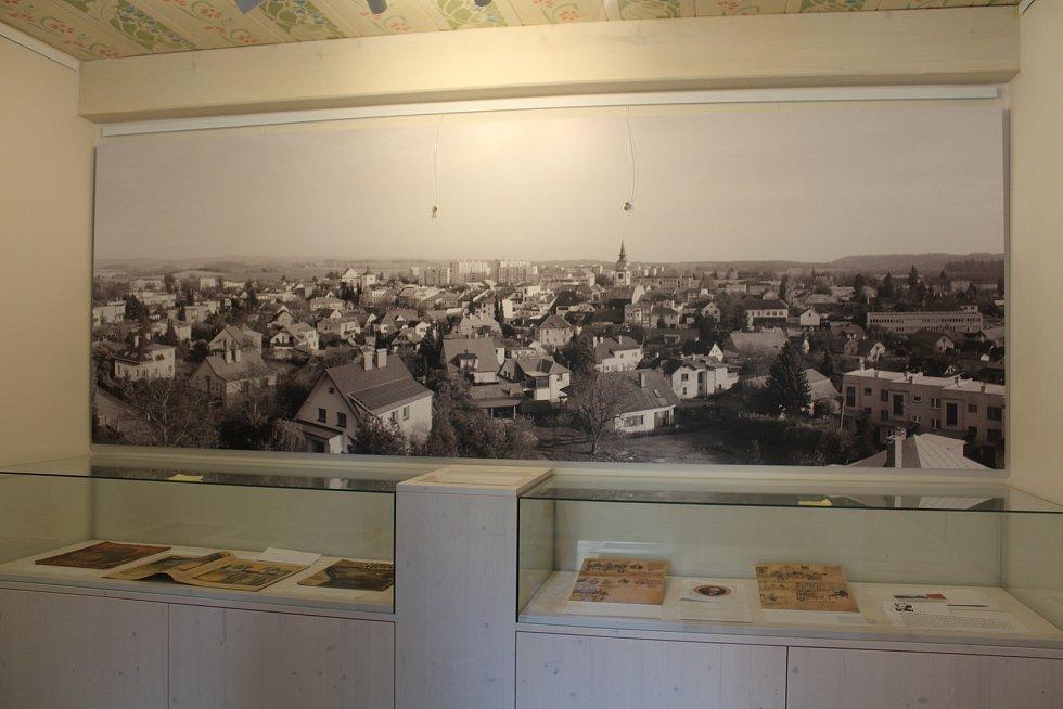 Dům Františka Kupky v Dobrušce v novém. Fotopanorama Dobrušky dnes jako srovnání ke Kupkově Panoramatu Dobrušky.