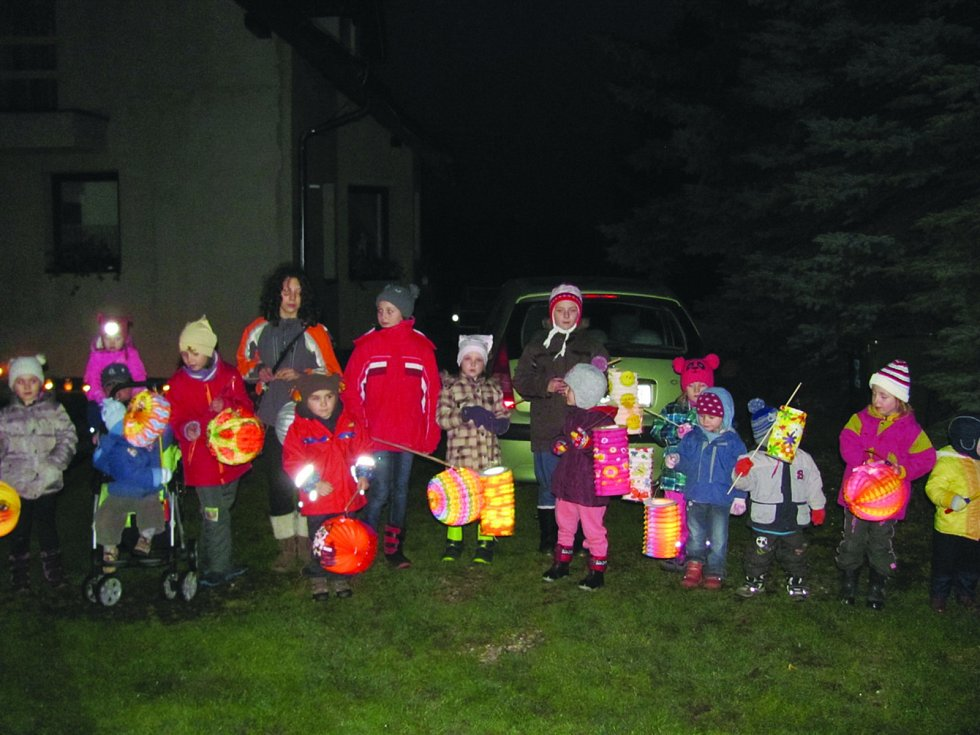 Na Jaroslavi se to v neděli hemžilo dětmi s lampióny.