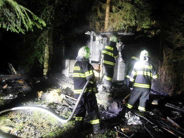 Požár sauny v Říčkách v Orlických horách.