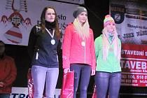 Trojice nejlepších skibobistek v super-G. Zleva stříbrná Stanislava Preclíková, vítězná Claudia Hartlová a bronzová Lisa Zaffová.