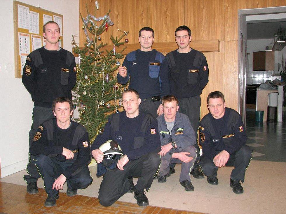 Směna rychnovských profesionálů HZS na Vánoce.