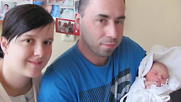 ADAM VALÁŠEK: Manželé Jana a Martin Valáškovi z Rokytnice v Orlických horách přivedli na svět syna. Narodil se 1. listopadu ve 14.39 hodin s váhou 3,35 kg a délkou 51 cm. Tatínek byl u porodu a zvládl to dobře.