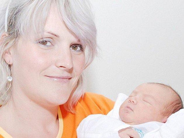 ANITA TÓTHOVÁ: Rodiče Helena a Peter Tóthovi přivedli na svět dceru Anitu. Narodila se 29. 8. ve 4.21 hodin (3,65 kg a 51 cm). Tatínek mamince u porodu pomohl. Doma se na sestřičku těší Tadeášek, který šel právě do první třídy