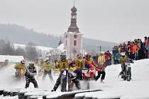 "FINÁLOVÝ VRCHOL. Závěrečného závodu MČR na trati ""U hradu"" v Dobřanech se zúčastnilo sedmnáct dvojic."