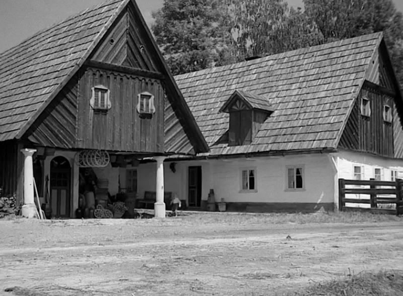 Kovárna a sousedním chalupa v Nízké Srbské jako obchod a rodný dům F. L. Věka na filmovém záběru.
