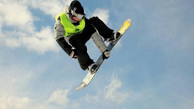 Flow Nugget Freestyle Battle byl závěrečným třetím dílem druhého ročníku krkonošsko-orlické freestylové série snowboardistů a freeskierů v deštenském snowparku Gravity.