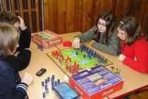 DOBRÝ KOLEKTIV  ve třídě talentů může motivovat žáky k lepším výsledkům. Svoje schopnosti si někteří  ověřili během dne her, který pořádala škola spolu s Mensou ČR.