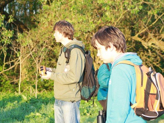 Děti i dospělí vítali v časných ranních hodinách zpěv ptáků z okolí Broumaru