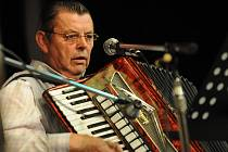 S harmonikáři zpíval celý sál
