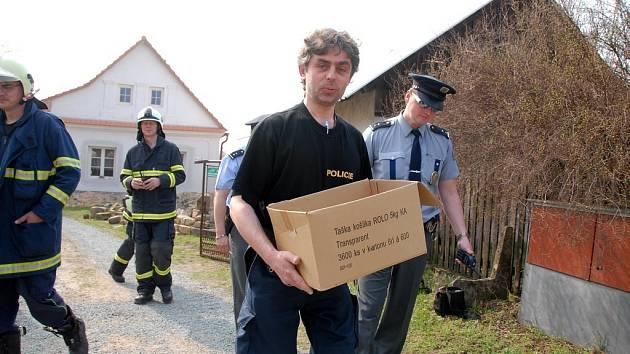 Nález nebezpečných granátů učinil muž, který prováděl rekonstrukci podlahy v domě v obci Křivice u Týniště nad Orlicí.