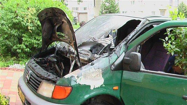 Rychnov nad Kněžnou: požár kabiny dodávkového vozidla.