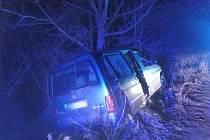 Další havárie v Rohenicích a opět do stromu.