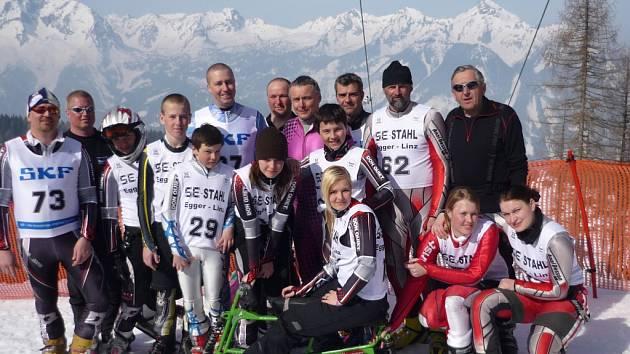"""ČESKÁ VÝPRAVA, která reprezentovala na """"malém"""" mistrovství světa skibobistů v rakouském Hinterstoderu"""