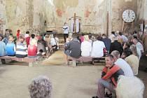 KOSTEL SVATÉHO MATOUŠE V Jedlové v Orlických horách se v sobotu těšil takovému zájmu veřejnosti jako v dobách, kdy tato část Deštného byla ještě lidnatou obcí.