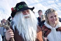 RAMPUŠÁK 2012. Každoroční loučení se zimou se letos neslo především ve znamení dětí. Organizátoři  pro ně připravili bohatý program, ve kterém nechybělo například sjíždění slalomu, který byl postavený speciálně pro děti, a proto místo branek byly postavič