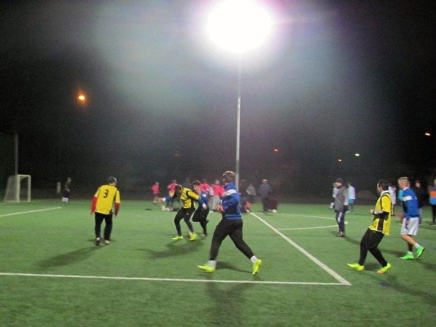 Zimní futsalová liga na umělé trávě v Dobrušce. Ilustrační foto.
