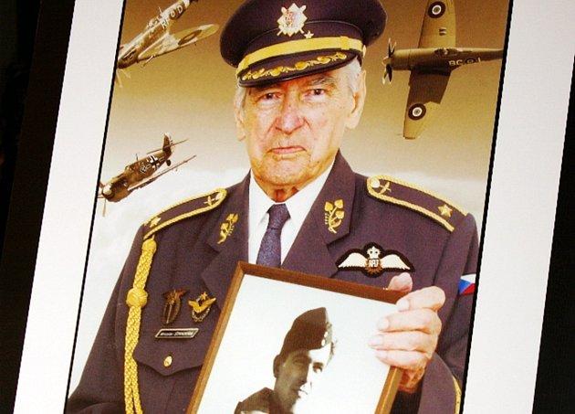 Vojenského pohřbu se všemi poctami se zúčastnil se zástupci města Dobruška i Pavel Štěpán, který na Miroslava Štanderu nikdy nezapomene. Byl jeho dobrým průvodcem.