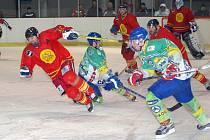 Z úvodního utkání série o konečné 7. místo v krajské lize Wikov Hronov - HC Baroni Opočno (6:4).