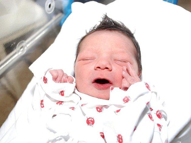 ŠTĚPÁN LACHMAN: Rodičům Monice a Jindřichu Lachmanovým ze Slavětína nad Metují se 1. dubna ve 2.15 hodin narodil prvorozený syn Štěpán (3,10 kg, 50 cm). Tatínek byl mamince u porodu velkou oporou.
