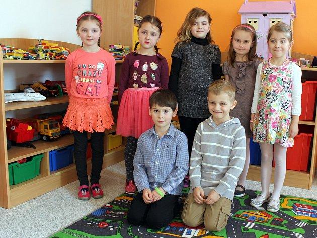 Třída Kytičková: Veronika, Adélka, Terezka, Vaneska, Anetka, Vojtík, Tomáš.