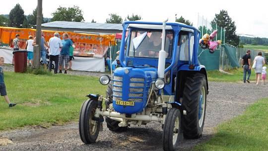 Traktor den aneb Módní přehlídka traktorů v Přepychách.