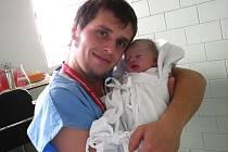 JÁCHYM: Manželům Kateřině a Luďkovi Danihelovým z Bartošovic v Orlických horách se dne 20.11. v 9.38 hodin narodil první syn Jáchym, vážil 3,23kg a měřil 50 cm. Tatínek byl u porodu a mamince byl velkou oporou.