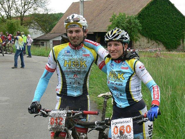 Týmový triumf. Z prvenství se v Mělčanech radovali Petr Pilnáček a Petra Krtičková z HSK Cycling Teamu.