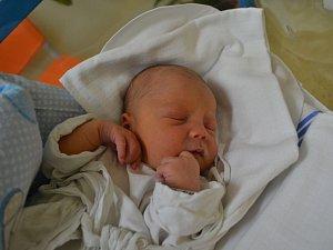 JAN HÉGR svým narozením potěšil 11. října ve 2:27 maminku Kateřinu Lasákovou a tatínka Jana Hégra z Dlouhé Vsi . Chlapeček vážil 3160 gramů a měřil 49 cm. Tatínek byl u porodu oběma velkou oporou a mamince moc pomohl.