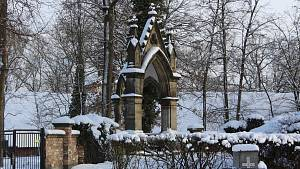 Na hřbitově v Borohrádku najdete i hraběcí hrobku
