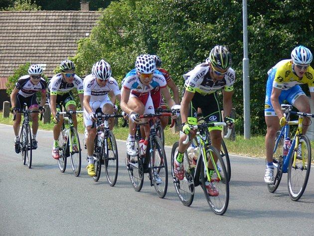 HORSKÝ TERÉN dokonale prověří účastníky třetího ročníku Grand Prix Královéhradeckého kraje. Start a cíl mezinárodních cyklistických závodů je na opočenském Kupkově náměstí.